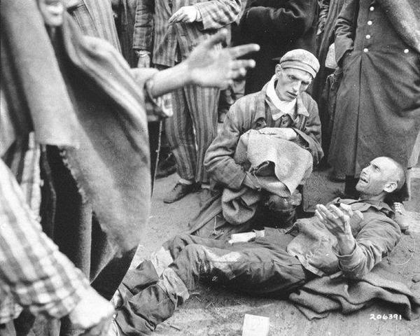 Las tropas británicas liberan el subcampo de concentración de Neuengamme (Alemania)