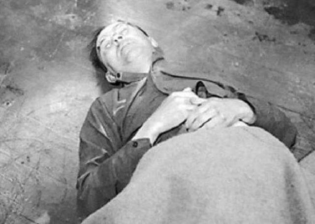 Tropas norteamericanas detienen a Heinrich Himmler que se suicida 2 días después.