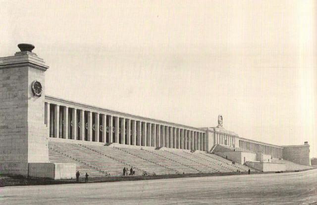 Los Testigos de Jehová celebran una asamblea pública en el Zeppelinwiese, anteriormente utilizado para los mítines del Partido Nazi.