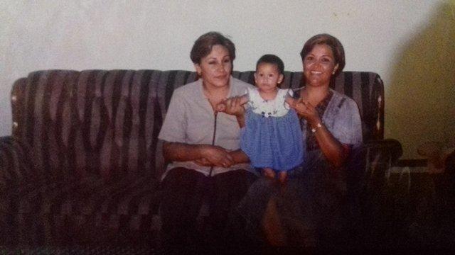 Con mama.