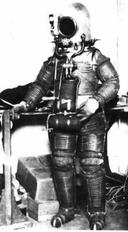 Primer traje espacial