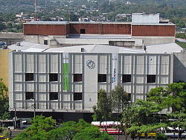 Se Constituye el Banco Hipotecario de El Salvador