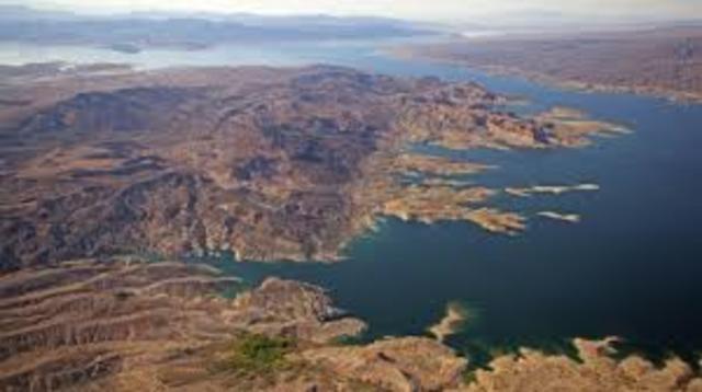 Hike around Lake Mead