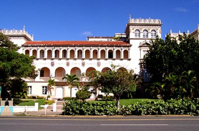 Colegio de medicina y colegios regionales.