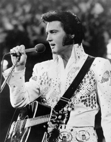 Aparición de Elvis Presley, popularización del rock a gran escala.