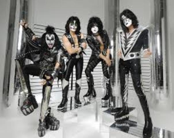 Aparición de la banda Kiss