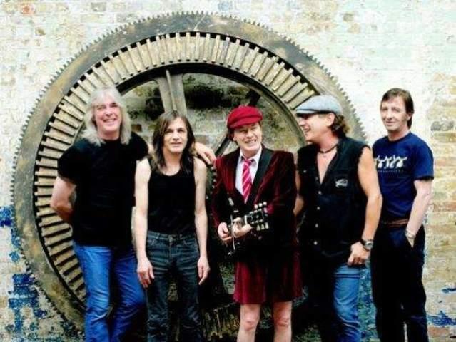 Incursión de la banda AC/DC.