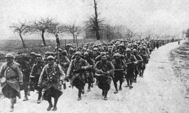 Inicia la Primera fase de la Guerra: La Guerra de Movimientos