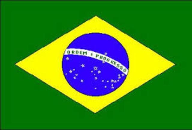 פלה שיחק בהצלחה בברזיל משנות ה-50 עד שנות ה-70. להצלחתו, כמו גם ליכולות המשחק האישיות שלו ולסגנונו המרהיב, הייתה השפעה רבה על הכדורגל בברזיל ובעולם כולו במשך שנים רבות.