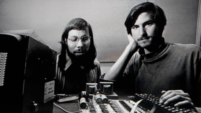 Nace Apple  computer company