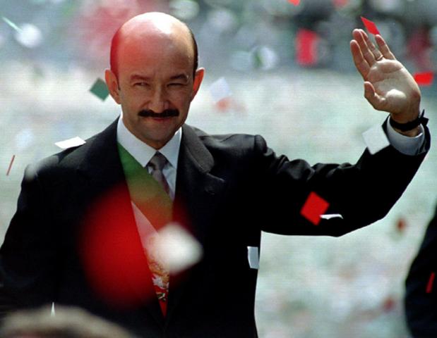 Carlos Salinas de Gortari anunció que México entraba en el sistema de Neoliberalismo