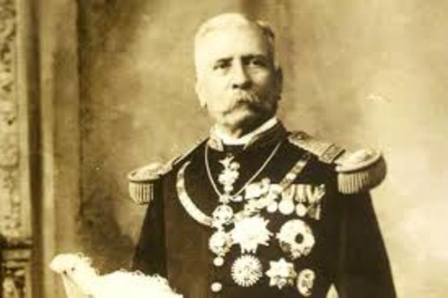 Porfirio Díaz renuncia a la presidencia y parte al exilio.