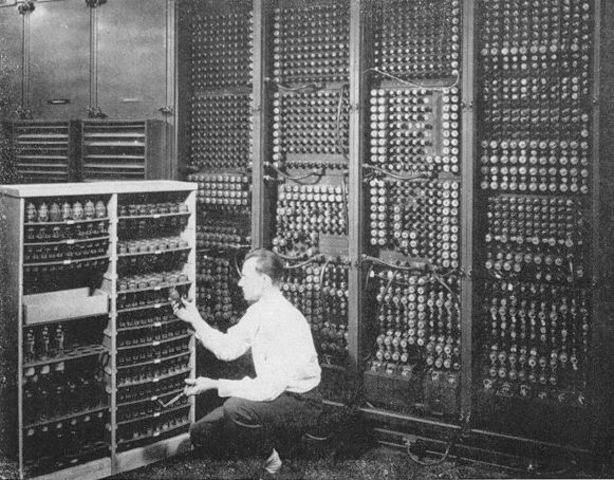Se crea la computadora electrónica digital