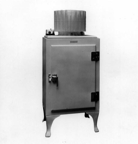 Первый стационарный холодильник