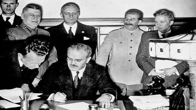 Firma del pacto de neutralidad Soviético-Alemán.