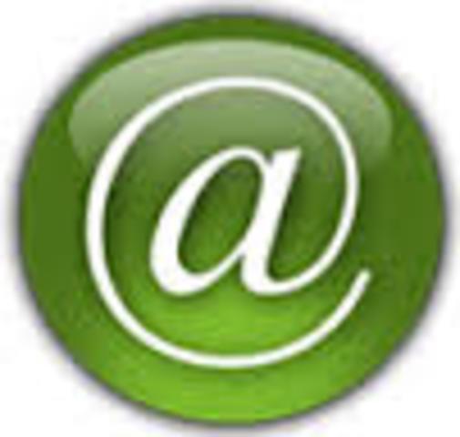 Le premier courrier électronique est envoyé