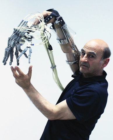 Stelarc - Extended Arm