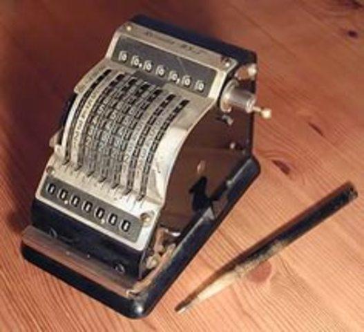 Первый промышленный выпуск цифровых счетных машин-арифмометров