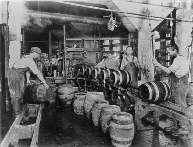 The main types of early manufacturing industries
