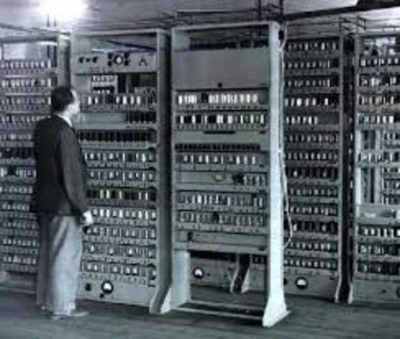 Компьютер, предназначенный для коммерческого использования, - УНИАК. 1951 год
