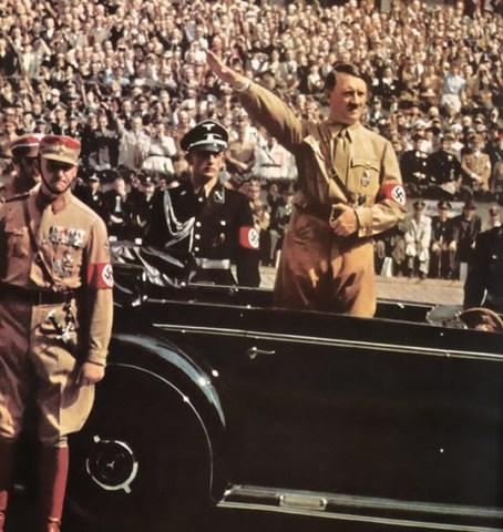 Hitler persuade a los alemanes, Gracias a su poder de discruso