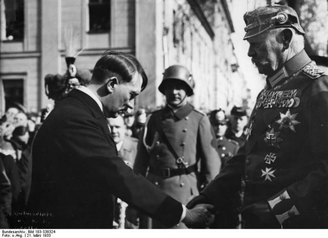 hiddlergurg nombra canciller a Adolph Hitler