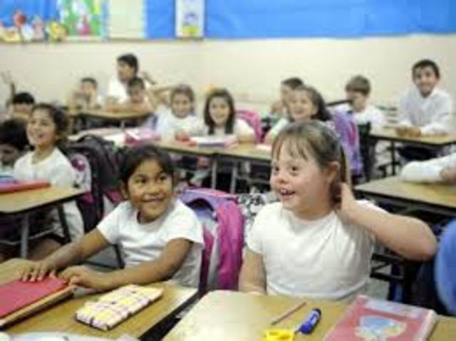 En 1994 la Conferencia Mundial sobre Necesidades Educativas Especiales, organizada por el Gobierno Español y la UNESCO aprobó la «Declaración de Salamanca»