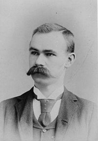 Герман Холлерит изобрёл табулятор, который использовал перфокарты для обработки статистической информации; в конечном итоге его компания стала частью IBM