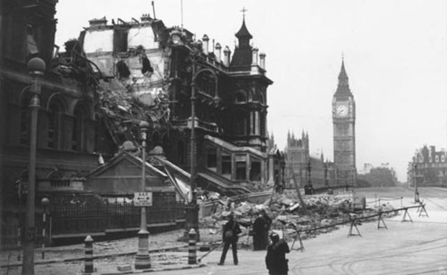 Alemania bombardea Londres.