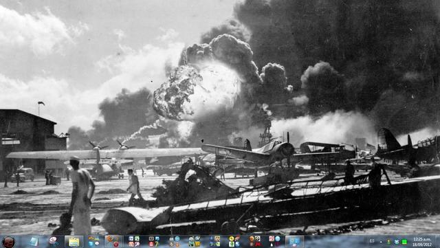 Japón bombardea la base Pearl Harbor (Hawai) de Estados Unidos (EE.UU.)