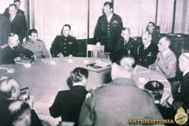 Conferencia de los aliados (Inglaterra, EE.UU., Unión Soviética) en Yalta (Crimea, Ucrania).