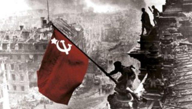 Tropas de Unión Soviética toman Berlín.