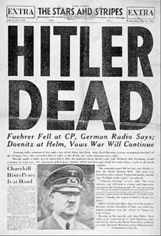 Adolf Hitler se suicida en Berlín.