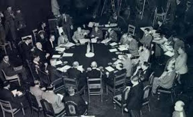 Conferencia de los aliados (Inglaterra, EE.UU., Unión Soviética) en Postdam (Berlín, Alemania).