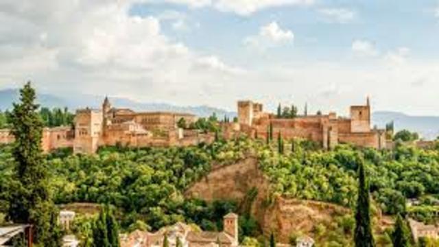 Comienzo de la construcción de la Alhambra.