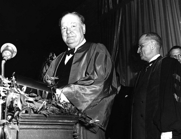 """Discurso icónico de Churchill: """"Las fibras de la Paz"""""""