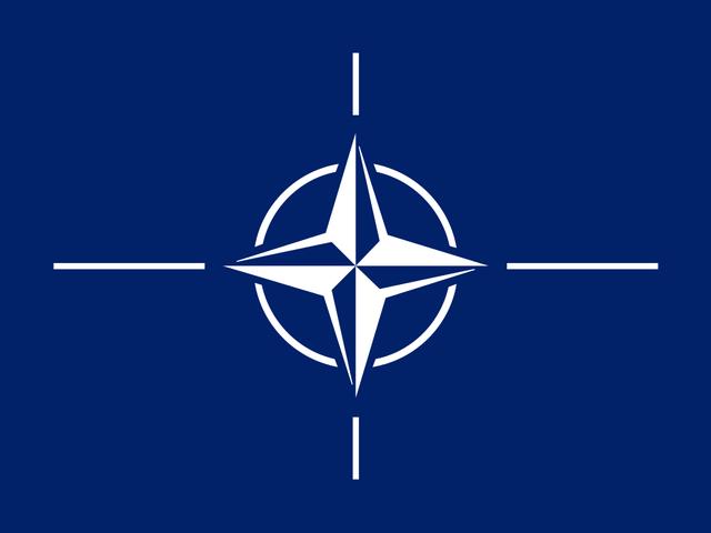 Se constituye la OTAN