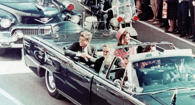 John F. Kennedy es asesinado en Dallas