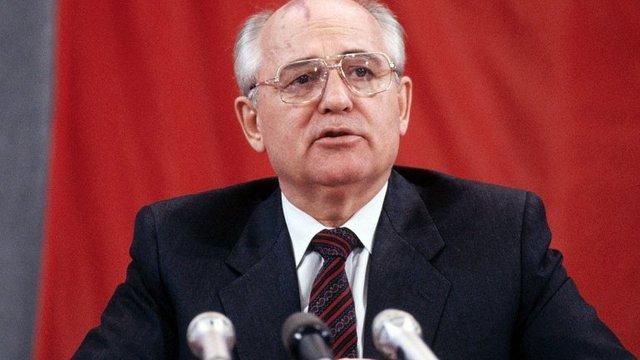 Gorbachov propone una reforma en profundidad de la economía soviética