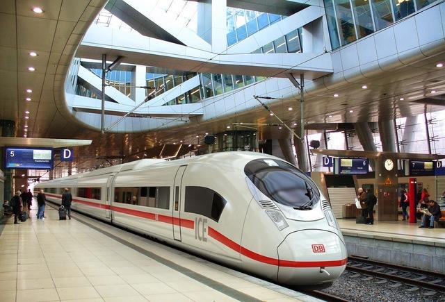 Ferroviário - Inauguração da primeira linha de alta velocidade