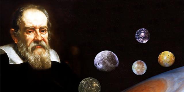 Galileo Galilei observa cuatro lunas en Júpiter aportando evidencias contundentes del modelo heliocéntrico.