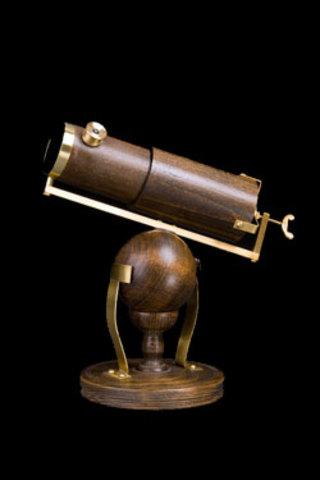 Isaac Newton inventa el primer telescopio refractor funcional conocido, el telescopio newtoniano con una lente cóncava.