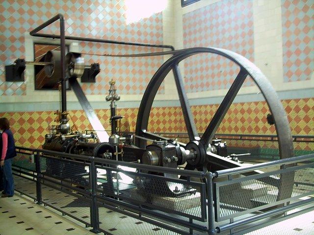 James Watt: patente de la máquina de vapor con condensador separado.