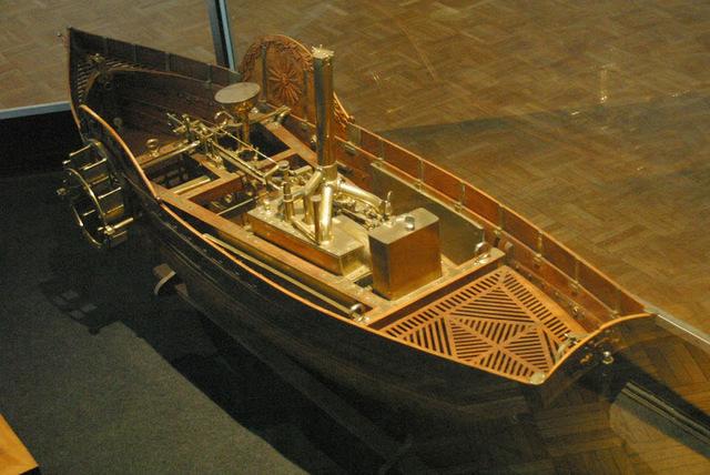 """Claude François Jouffroy d'Abbans construye el """"Palmipède"""", primer barco de remos con un motor de vapor."""