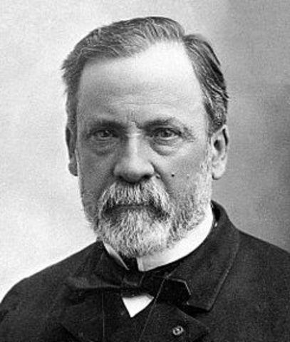 Louis Pasteur refuta concluyentemente la teoría de la generación espontánea.