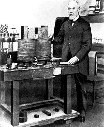 Henri Becquerel descubre la radiactividad.
