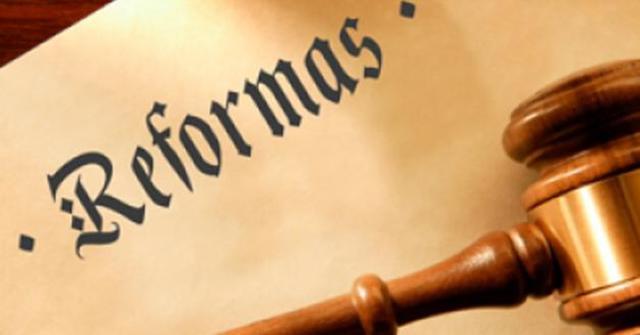 Reforma. Año constitucional