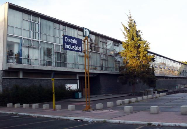 Se funda la escuela de diseño industrial en la UNAM.