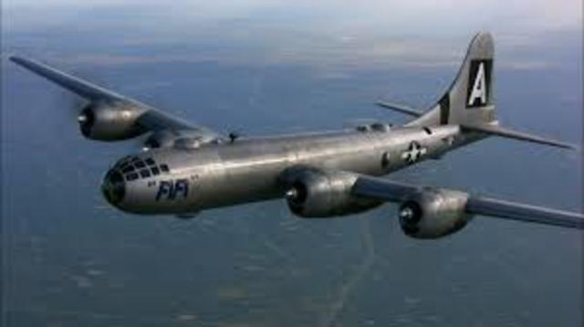 Entra En Servicio El Bombardero B-29 Superfortress