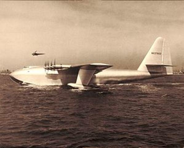 Primer Vuelo Del Hughes H-4, El Primer Avión Jumbo